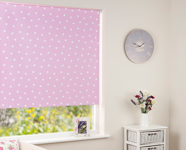 Patterned blackout roller blind